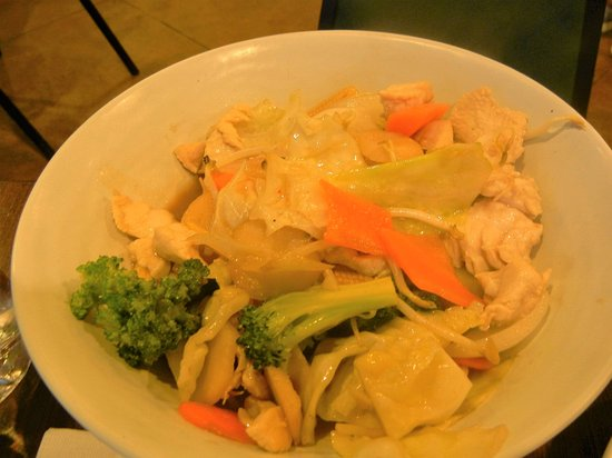 Song Phi Nong Thai Restaurant: chicken and vegetables