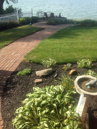 Sheffield Lake, OH: wonderful landscaping and views