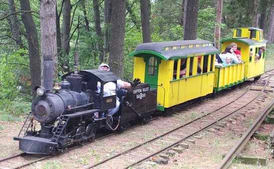 Eau Claire, Ουισκόνσιν: No. 19 CVRR Steam locomotive with passenger coach, gondola, and caboose