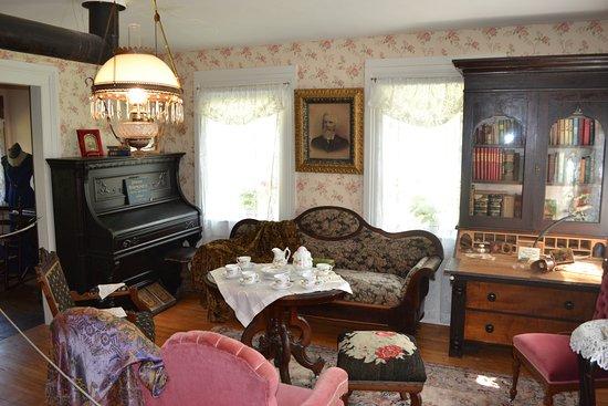 Madoc, Kanada: Homestead drawing room