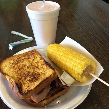 ‪‪McPherson‬, ‪Kansas‬: BBQ Ham Sandwich and Corn‬