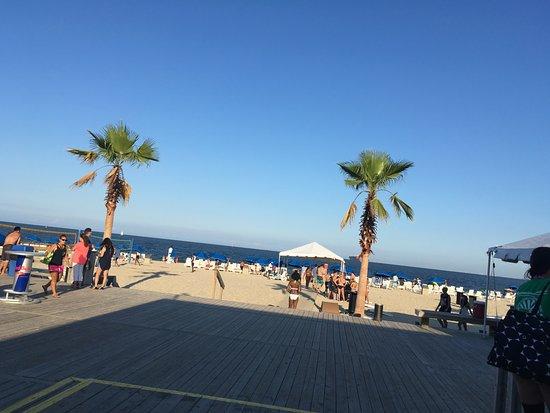 Paradise Ocean Club: The beach from the tiki bar deck