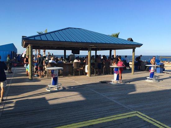 Paradise Ocean Club: The tiki Bar