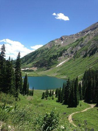 Schofield Pass : emerald lak- you can drive down to it.