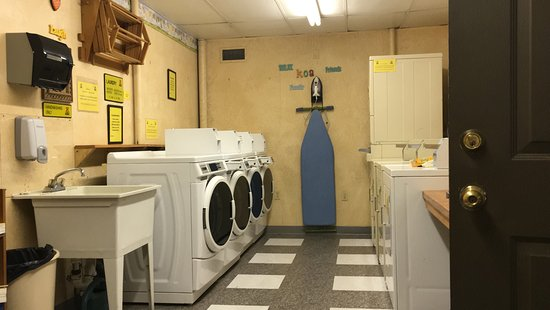 Twin Mountain KOA: Laundry room in site