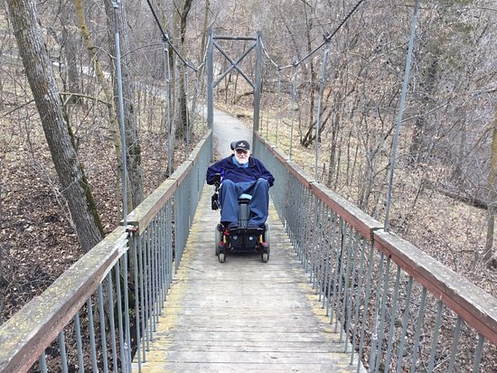 Redwood Falls, Μινεσότα: Me in my wheelchair traversing a bridge across a gorge.