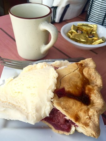 Dubois, WY: Rhubarb Peach Pie and Coffee
