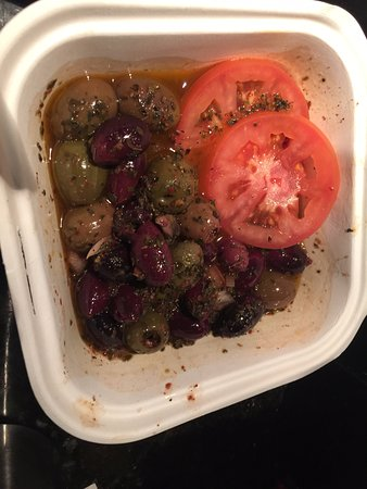 Колумбия, Мэриленд: This is NOT a lot of olives for $6 but sometimes you gotta have olives!