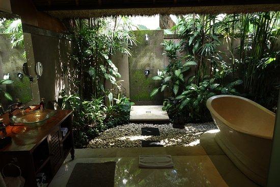 Amori Villas: Bathroom (there is another enclosed shower stall)