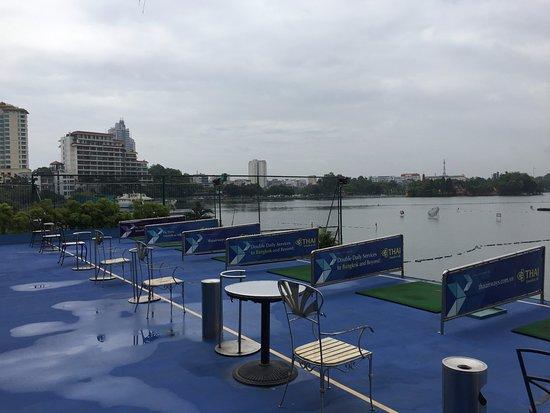 The Hanoi Club Hotel & Lake Palais Residences: Golf course by the lake.