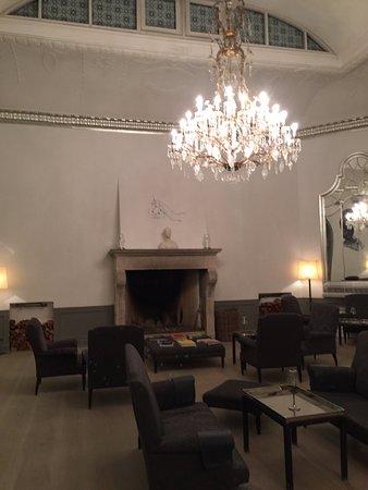 Nimb Hotel: Upstairs bar -- fireplace