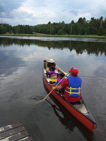 Haliburton, Canada: Canoeing on the pond at Pinestone Resort