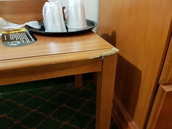 Quality Inn & Suites Indianapolis West - Brownsburg : broken end table