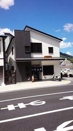 Kawakamiya