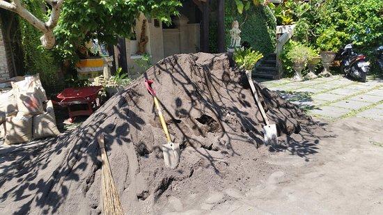 Anom Beach Inn Bungalows: Construction