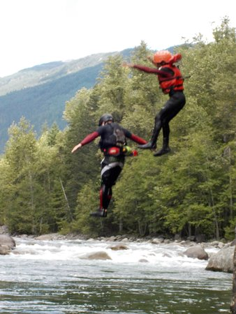 North Bend, Canadá: Cliff Jumping
