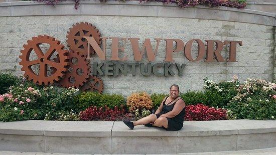 Newport Resmi