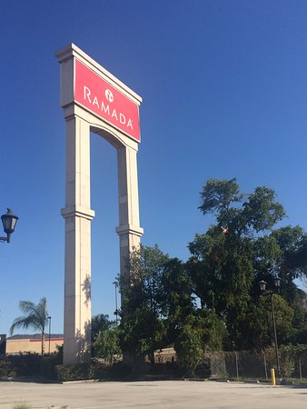 South El Monte, CA: Hotel Sign