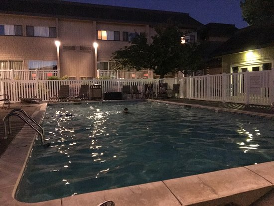 Roseburg, OR: Pool at night