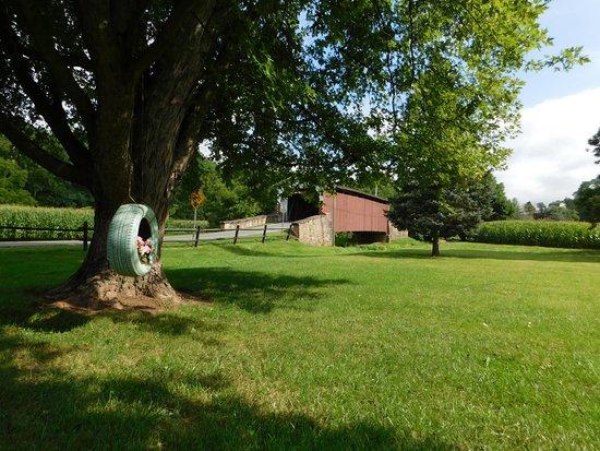 Terre Hill, Pensilvania: Covered Bridge Nearby