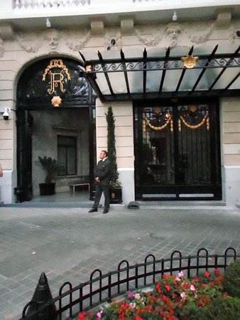 Hotel Ritz, Madrid: hotel's entrance