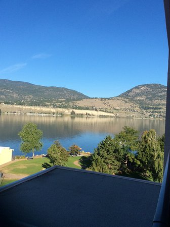Penticton Lakeside Resort Convention Centre & Casino: West view from room on 5th floor, partly of the parking lot and the lake