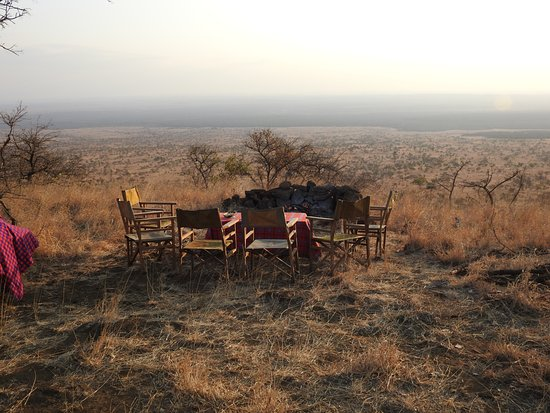 Campi ya Kanzi : Sundowners with a magificient view