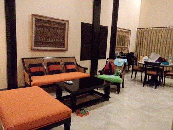 The Royal Beach Seminyak Bali Mgallery Collection Ruang Tamu Dan Meja Makan Dalam Villa