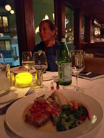 Wir haben einen tollen Abend im Chart House verbracht! Super Wein, netter Service, tolles Essen!