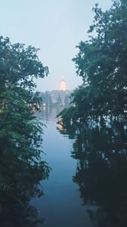 West Lake (Xi Hu): A view in the dusk