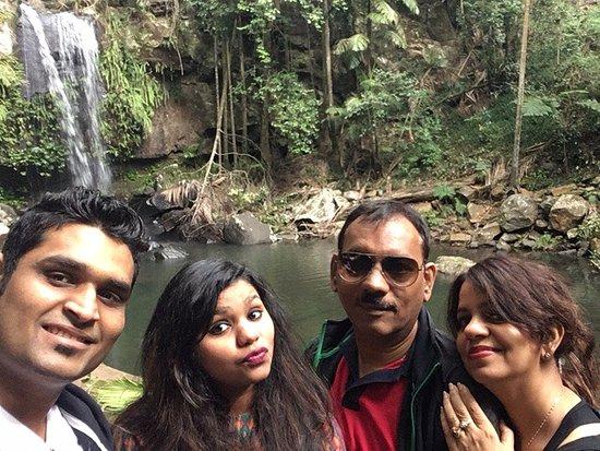 Mount Tamborine, Australia: Curtis Falls - Family Selfie