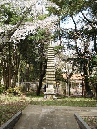 Ichikawa, Japan: 東日本大震災の後立て直した仏塔(お釈迦様の骨は?)