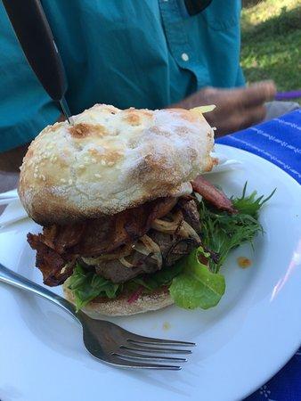 Doonan, Australia: Cheese burger with bacon