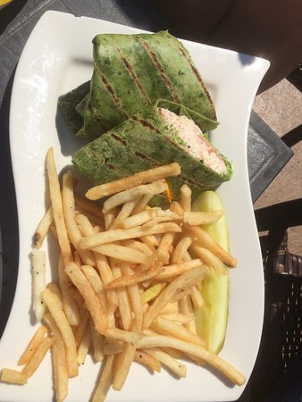 Old Saybrook, Κονέκτικατ: Tuna wrap with fries