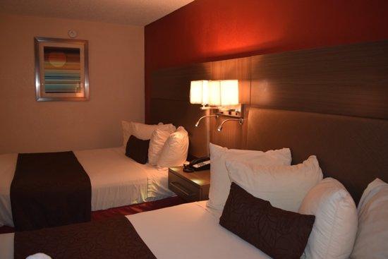 West Memphis, AR: Queen Beds