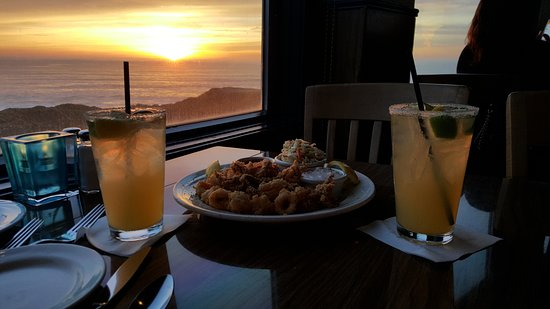 Moss Beach, Kalifornia: Fried Calamari and Drinks at Sunset