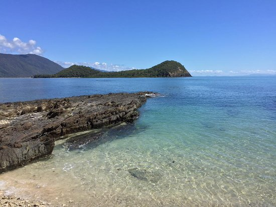 Palm Cove, Australia: Standing on beach at Scout Hut and looking back towards Double Island