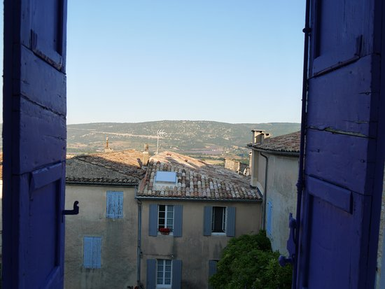 Hotel Le Louvre : Morning view overlooking lavender fields further away