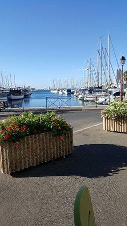 B&B Hôtel Martigues Port de Bouc : 20160821_091442_large.jpg