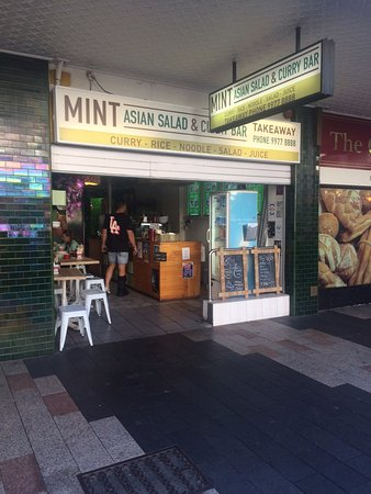 Mint Asian Salad & Curry Bar: Small but great meals.
