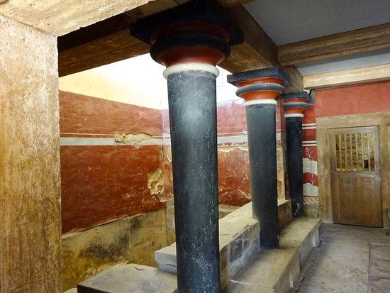 Knossos Archaeological Site: Uniquely Minoan columns