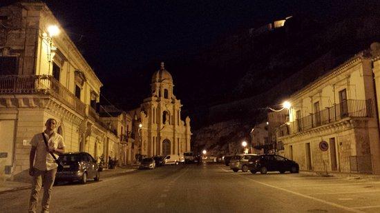 Шикли, Италия: Il Centro storico di Scicli con tutti i richiami al famosissimo Commissario Montalbano