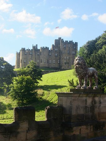 Thropton, UK: Nearby Alnwick Castle