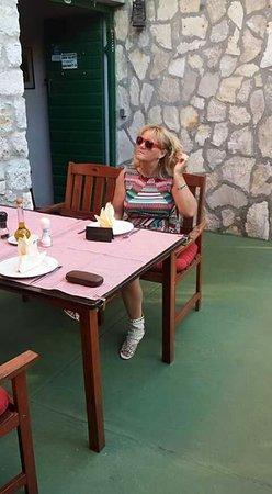 Murter, Kroatien: Ons vast tafeltje als je reserveerd waar je wil zitten is dit geen probleem