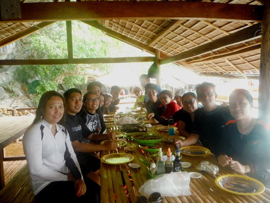 Atwayan Beach: Buffet lunch courtesy of our K-Tours together with all the guests.