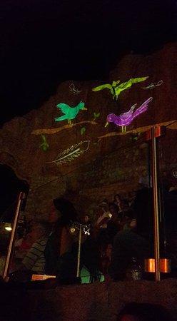 Pollina, Italia: Uno scorcio della rocca al teatro durante un evento....Valdemone Festival