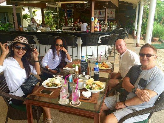 Ao Chalong Yacht Club Restaurant : Great to meet friends .