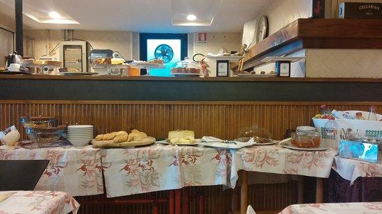 Hotel Silvana : tavolo colazione