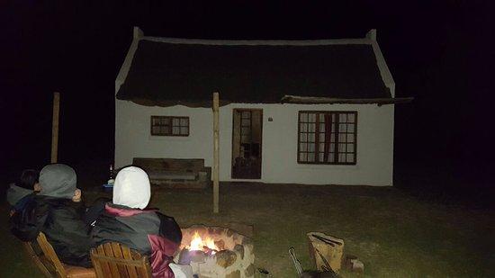 Cederberg, Νότια Αφρική: Bond fires in front of our cottage.