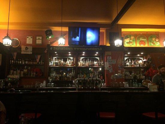 Crecchio, Italia: Taurus Tabern Beer and Grill